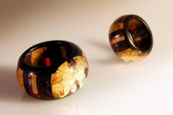Questo anello è un gioiello realizzato completamente a mano, una mini scultura, pezzo unico che non può essere replicabile in serie. Su