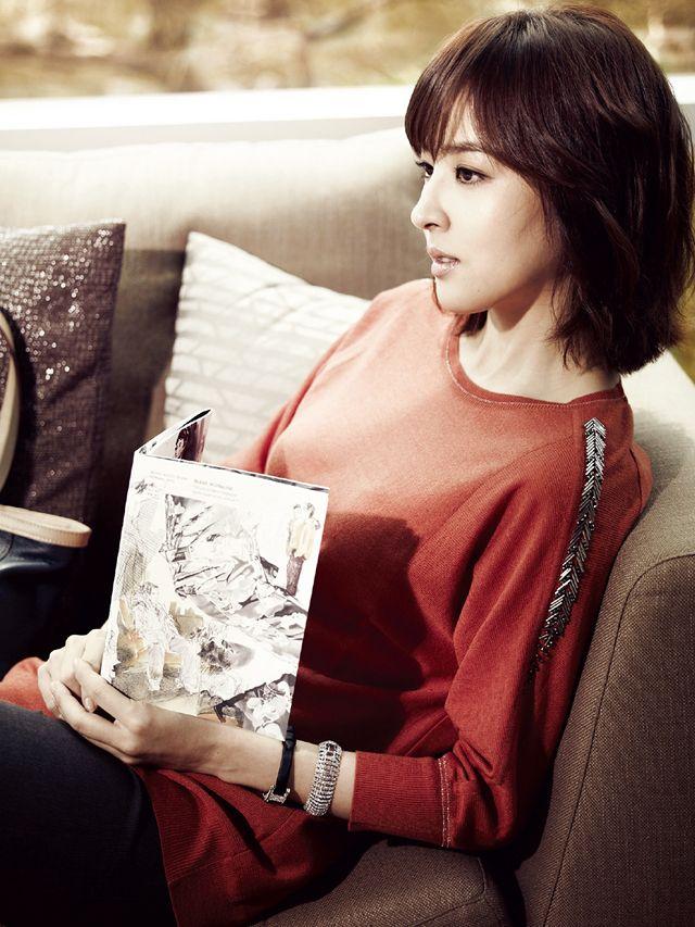 Classy Han Hye Jin does casual