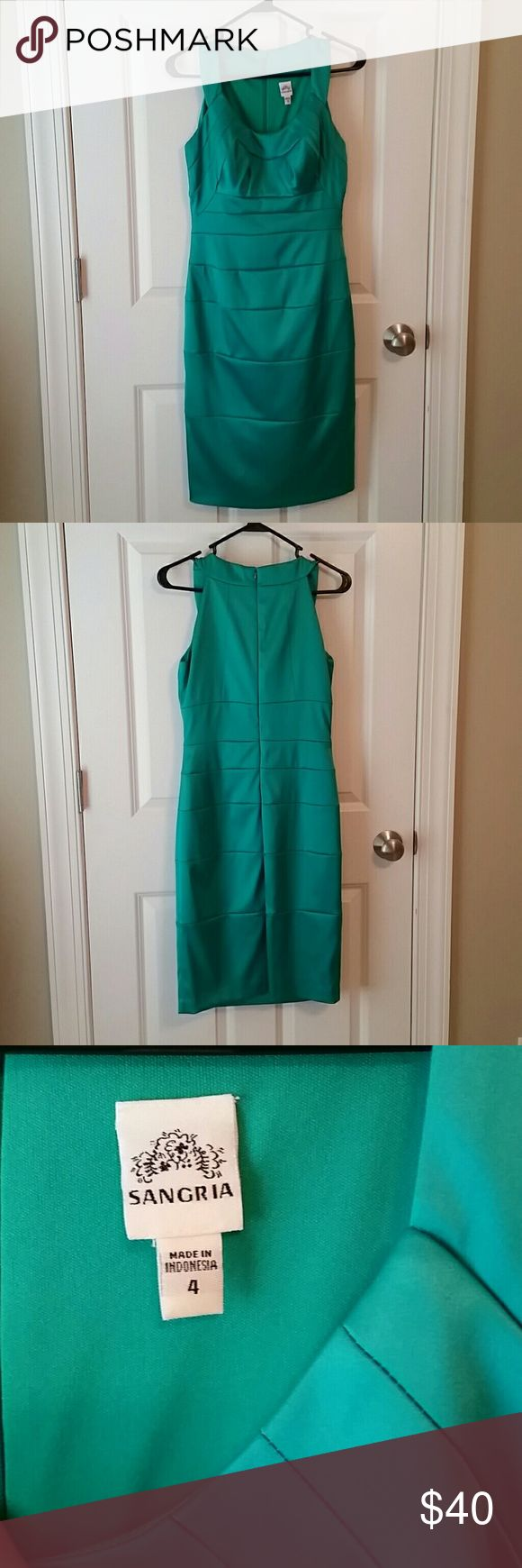 Gorgeous green formal dress Beautiful green dress in excellent condition, worn once. Sangria Dresses Mini