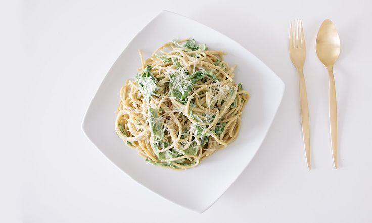 Espaguetti con Salsa de Aguacate y Arúgula