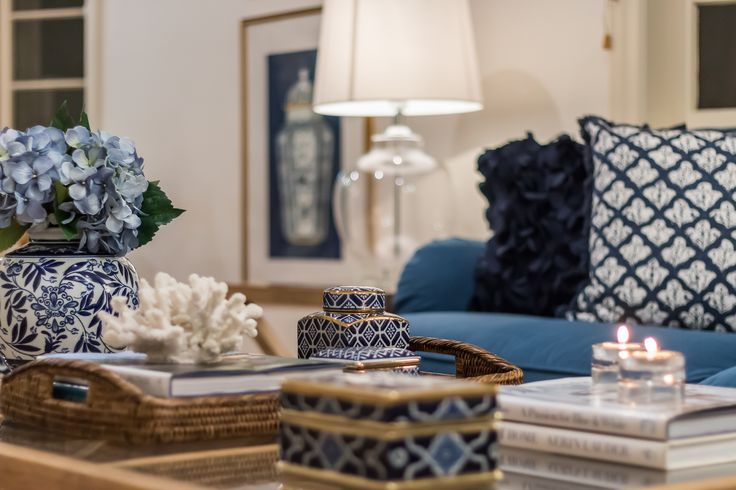 Blue and white/living room/blue and gold
