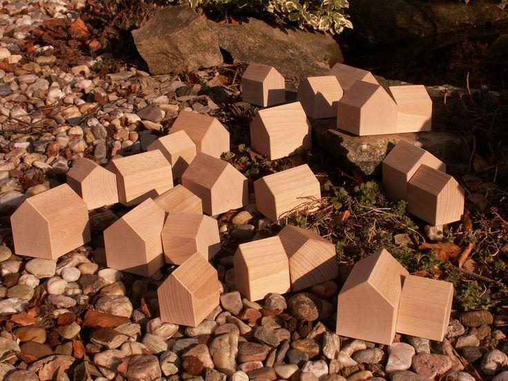 Domečky+Sada+22+domečků+z+bukového+dřeva.Maximální+rozměr+75x74x60+mm+minimální+rozměry+62x50x44+mm.