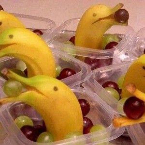 dolfijn van banaan met druiven