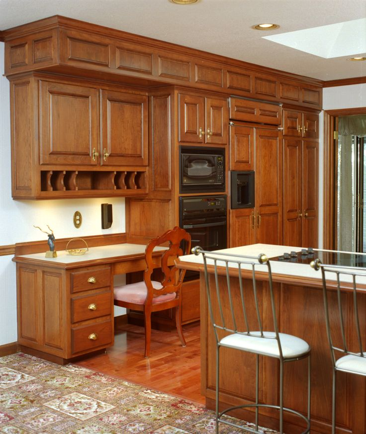 Kitchen Soffit Decor Ideas: Traditional Style Kitchen With Detailed Raised Paneled