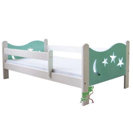 Biało-turkusowe łóżko dziecięce z barierką i ozdobami na czołach łóżka w dwóch wymiarach: 140x70 cm oraz 160x80 cm.