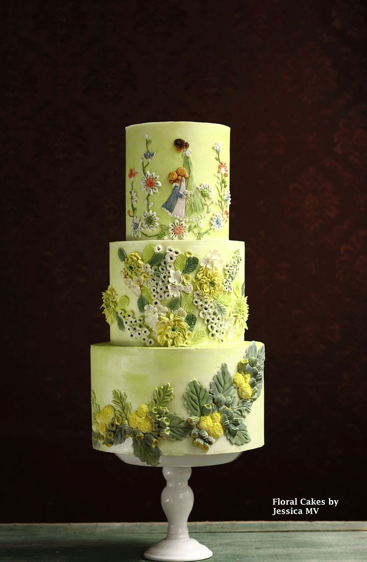 Tell a story with your cake, like this dynamic piece by Jessica Minh Vu of Floral Cakes by Jessica MV