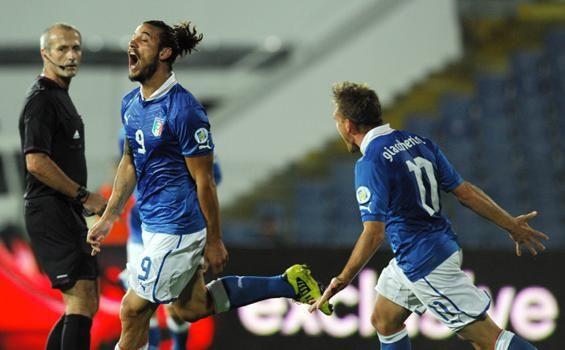 Prediksi Skor Italia vs Bulgaria 7 September 2013 | Prediksi Skor Bola Terbaru - Apabila melihat record pertemuan kedua tim, Italia memang terlihat lebih diunggulkan dengan memenangkan 1 pertandingan dan 2 kali bermain imbang di 3 pertemuan terakhir. Dimana terakhir kali kedua tim berjibaku pada 8/9/12, saat itu berakhir dengan kedudukan skor 2-2 diajang kualifikasi piala dunia.