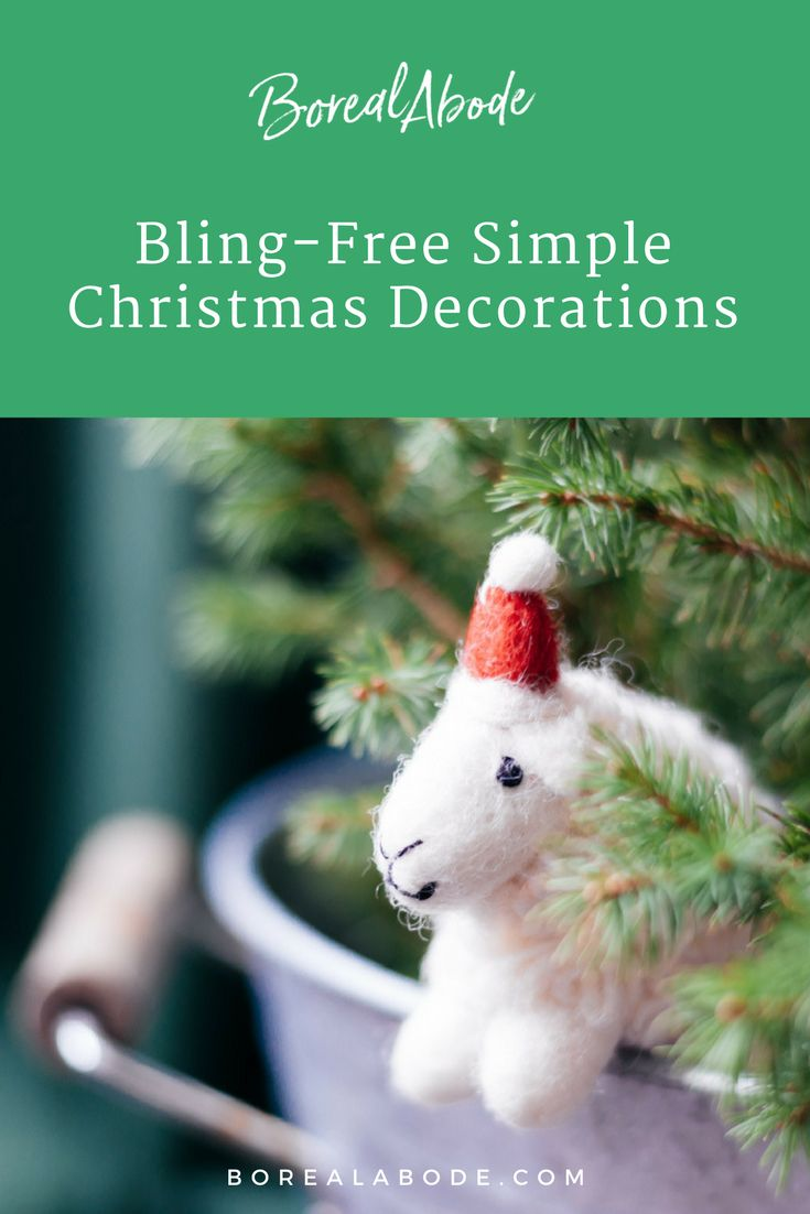 It's Christmas again. Every year the same decorations? Not this time. Leave the old ornament box in the attic and let's try something different. There's no need to compromise on colour, texture or style. Discover how to prepare your house for the festive season with simple Christmas decorations.