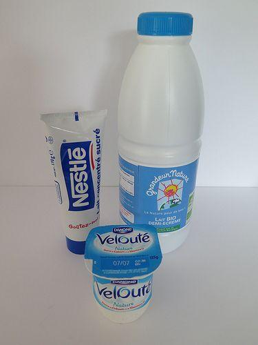 Les yaourts natures parfaits 19 yaourt 1 litre de lait demi-écrémé 1 tube de 170 g de lait concentré sucré 1 yaourt nature 1. Mélanger le yaourt et le lait concentré dans un pichet. 2. Ajouter le lait et mélanger le tout au fouet. 3. Verser la préparation dans des pots de yaourts, les déposer dans la yaourtière. Laisser prendre pendant 8 heures. 4. Fermer les pots avec les couvercles et les conserver au réfrigérateur.