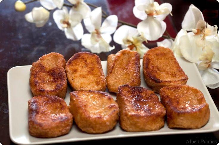 """Una torrija es una """"rebanada de pan empapada en vino o leche y rebozada con huevo, frita y endulzada"""". El postre estrella de la Semana Santa, ahora al vapor."""