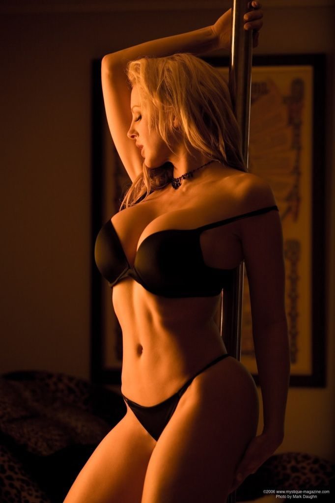 http://timdir.com/divini_rae_pole_dancing_stripping/divini_rae_07.jpg