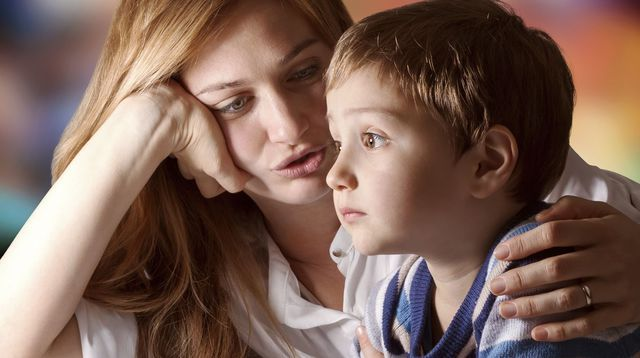 Relations parents-enfants: le fondamental instinct d'attachement selon John Bowbly