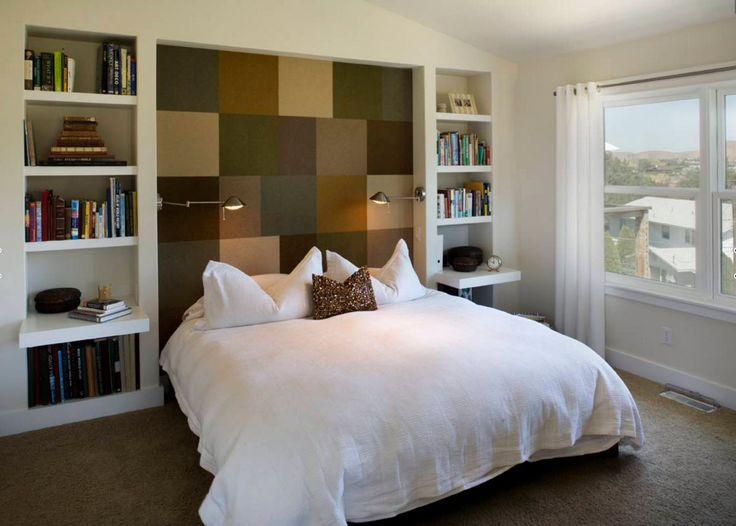 Книжные стеллажи в спальне