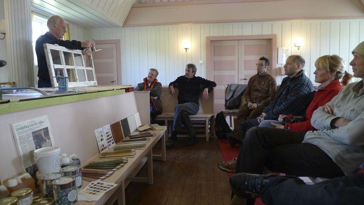 Hans and Sonja Albæck from Sweden teaching window restauration in Hamningberg.