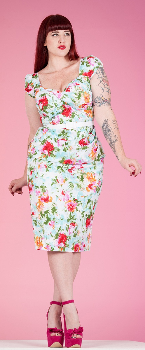 Stop Staring Flora Dress on Curves to Kill - I'd probably pair it with a cardigan and much tamer shoes!