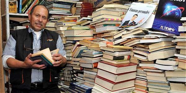 Noticias: Recolector de basura en Bogotá armó una biblioteca para niños pobres