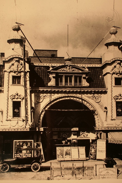 Winnipeg Vaudeville Theatre    Manitoba Archives, Foote Collection    July 1918, National Theatre, 300 Fort St.    300 Fort St-- Makes you cry when you see what's there now.
