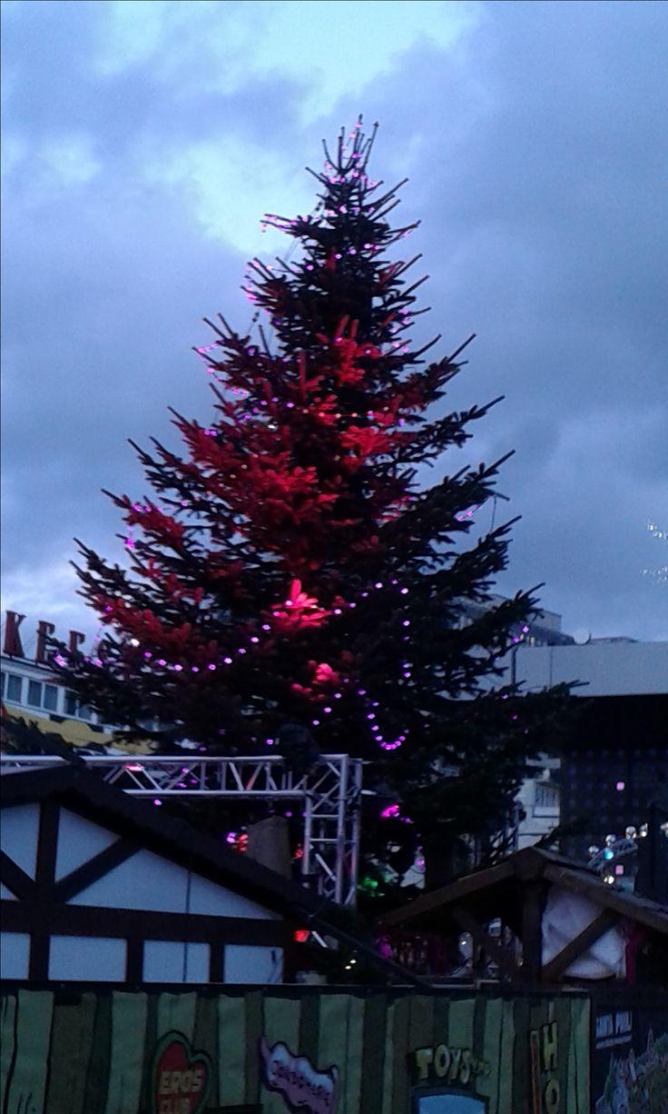 Weihnachtsmarkt SANTA PAULI am Spielbudenplatz. Es ist wieder Glühweinzeit!