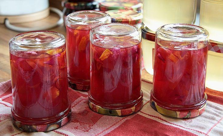 Reteta de dulceata de trandafiri poate fi preparata din petalele oricăror trandafiri, însă sunt de preferat petalele cele mai aromate.