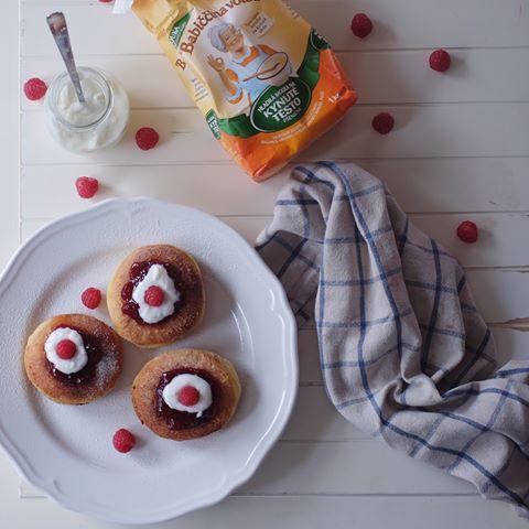Snídaně jako z pohádky 👌😋🌸 Vdolečky jsou prostě velikáááá dobrota! ................................................. #babiccinavolba #babickinavolba #pecemeslaskou #pecenieslaskou #foodofinstagram #inspirace