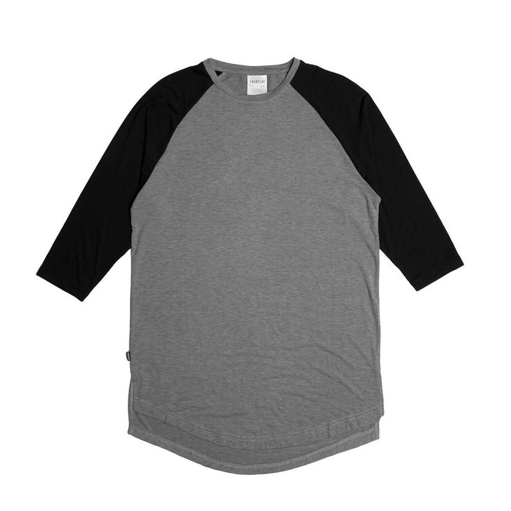Maglietta stile baseball con maniche a 3/4 con colore a contrasto.  Logo a bandiera sul fianco.  58% Poliestere / 35% Rayon / 7% spandex.