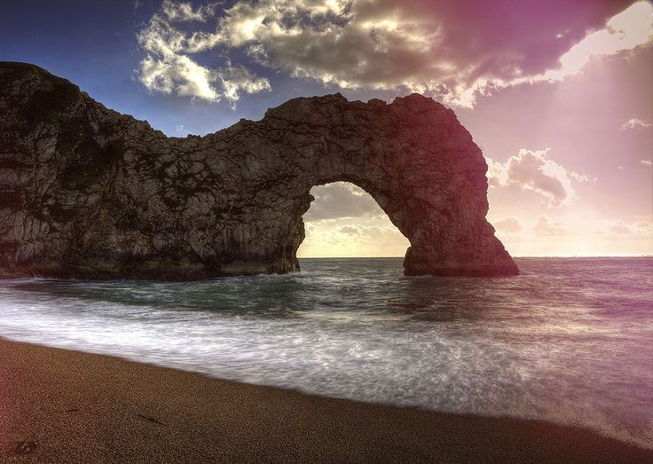 The arch looks spectacular as the sun goes down… | 51 Pictures That'll Make You Head Straight To The Jurassic Coast