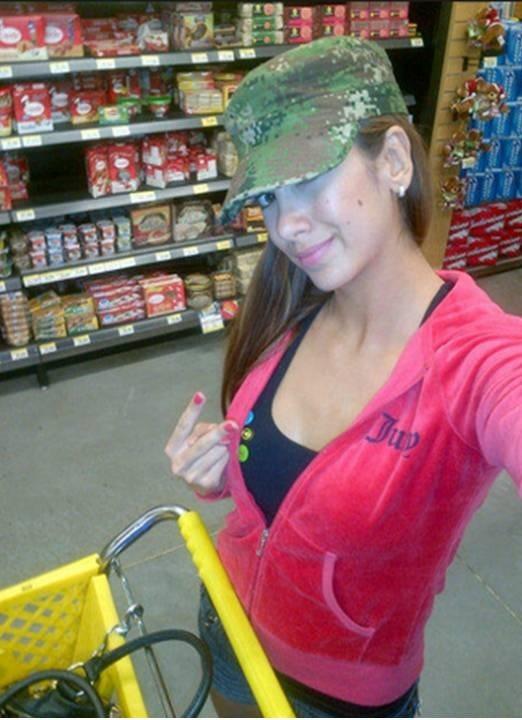 Nuestra bella @nanisochoa nos comparte una foto haciendo mercado...
