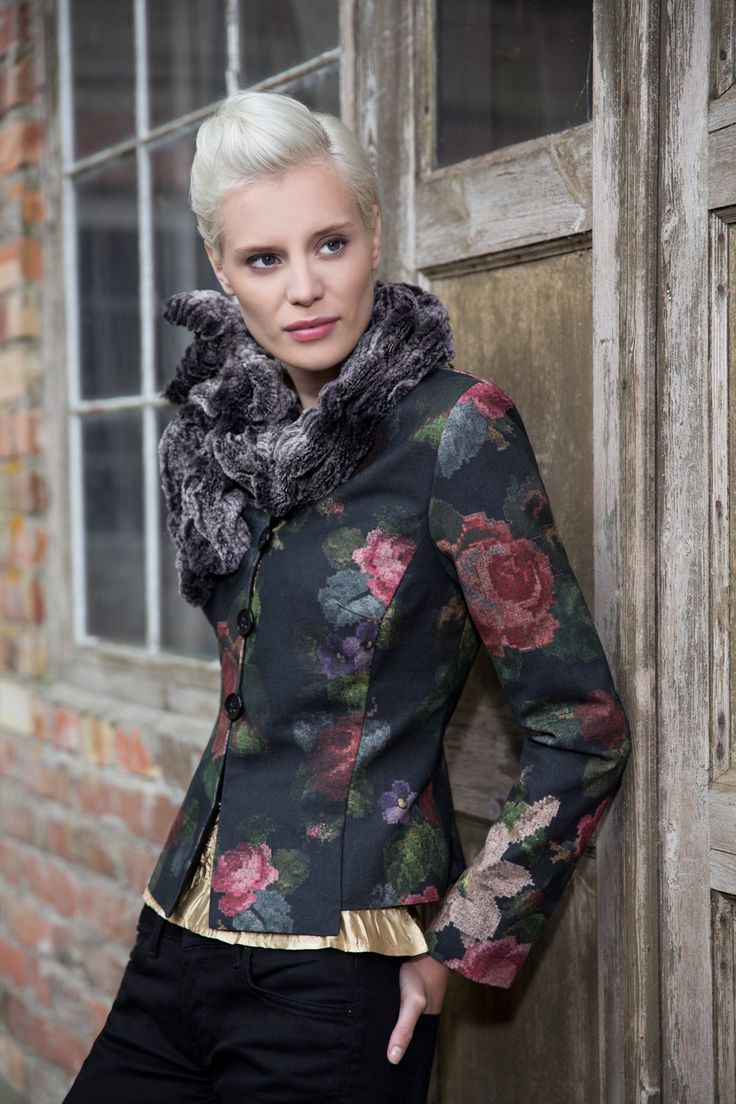 Classic Kriss jacket in a beautiful fabric. www.kriss.eu