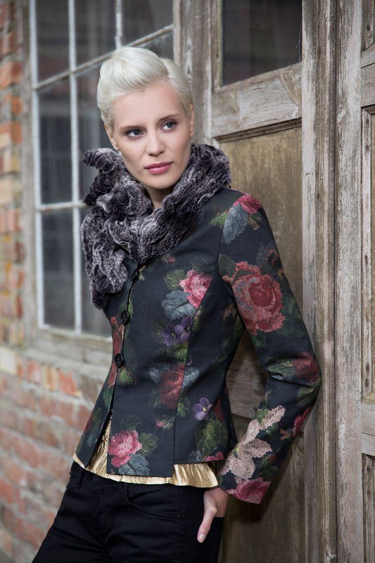 Classic Kriss jacket in a beautiful fabric. www.kriss.eu