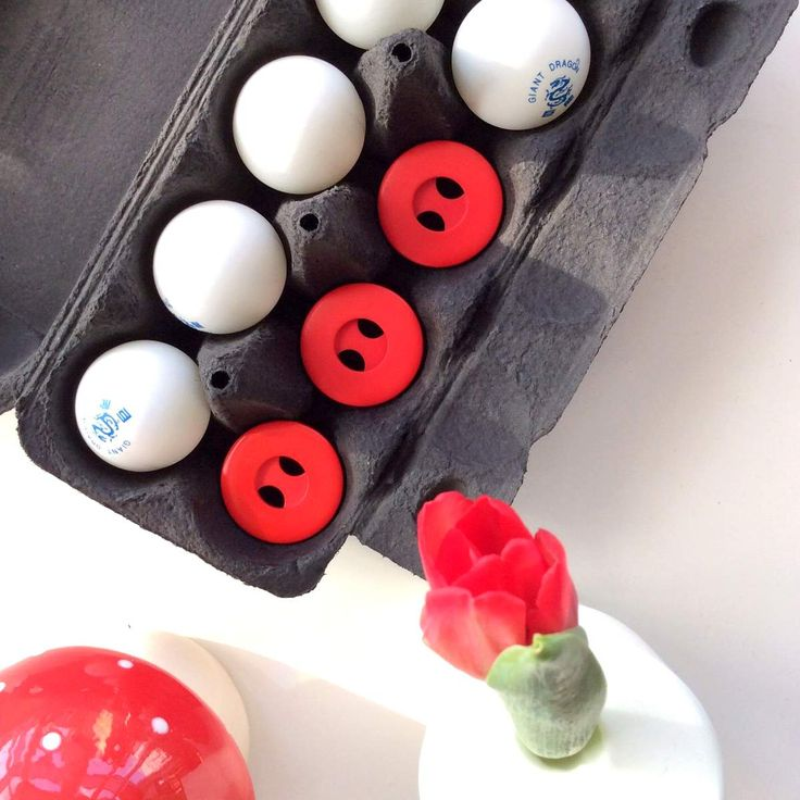 Knopfkiste - großer roter Knopf aus Kunststoff // knobz