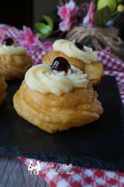 Zeppole di San Giuseppe le mie preferite e quelle fritte  Grazie a mia cognata per la gustosissima ricetta  http://blog.giallozafferano.it/mille1ricette/zeppole-con-crema-pasticcera-ad-un-uovo-e-amarena/  #zeppole #zeppolefritte #crema #amarene #sangiuseppe @zeppole @SanGiuseppe @festa #cremapasticcera