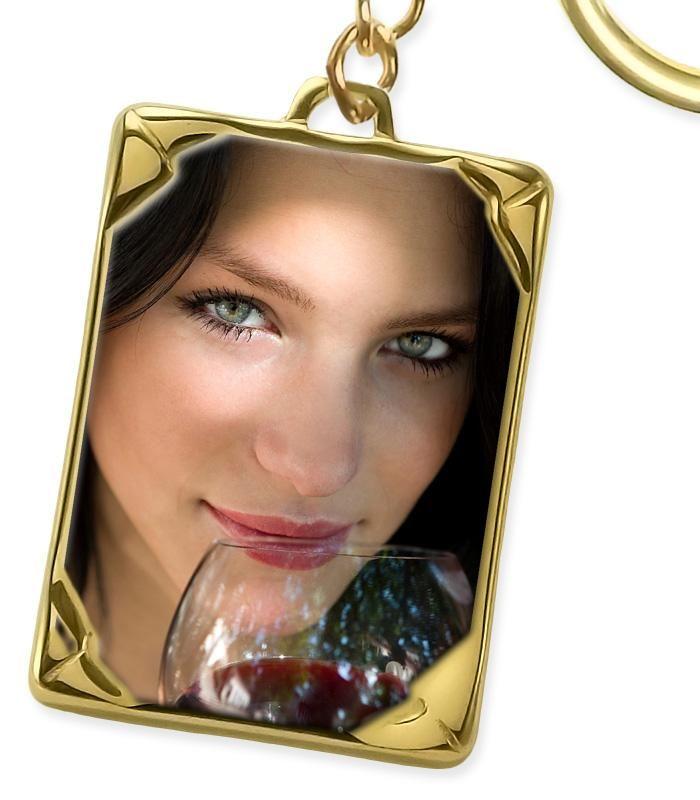 Piensas en regalar... piensa en estos llaveros con foto personalizados a todo color esmaltados http://www.sinergiagrabados.com/30-llaveros-con-foto-a-color-personalizados…