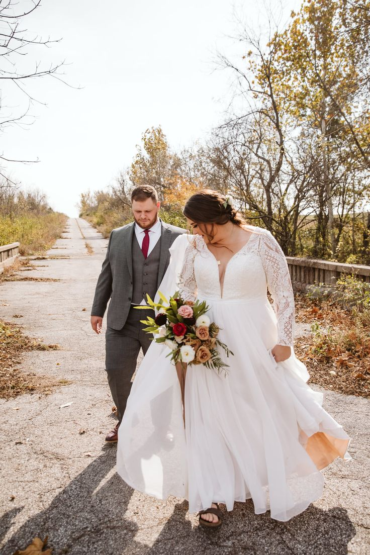 Real KC Wedding Dress Stories   Meredith + Trevo in 20   Wedding ...
