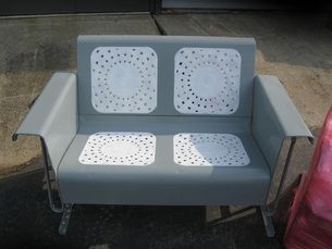 How To Refinish Your Own Metal Glider And Vintage Metal Patio Furniture.  Just scored one of these puppies for free!  Gotta get busy!