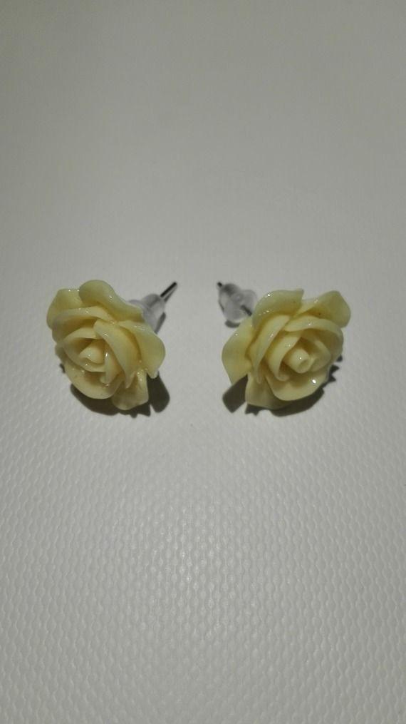 Boucles d'oreilles clou en forme de rose jaune clair 10mm