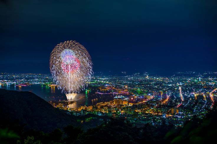 """Fireworks and Nightview.""  Photo by Maya PHOTOGRAPHY http://mayaphgrphy.wix.com/home  Thank you for seeing Hakodate Pictorial! We wish happiness for everyone!   ‪#‎日本‬ ‪#‎japan‬ ‪#‎北海道‬ ‪#‎hokkaido‬ ‪#‎函館‬ ‪#‎hakodate‬ #函館山 #mthakodate #夜景 #nightview #花火 #fireworks"
