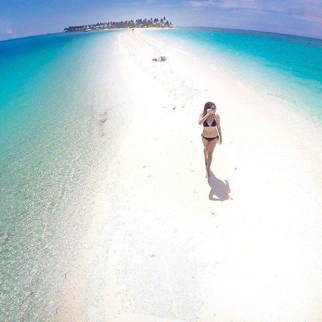Island Beach People: Kalanggaman Island, Leyte, Philippines.