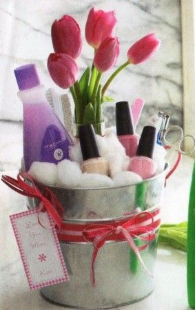 Creative DIY mothers day gift baskets ideas to make at home. Make spa basket,self care basket and home warming baskets for details visit http://diyhomedecorguide.com/mothers-day-gift-baskets/