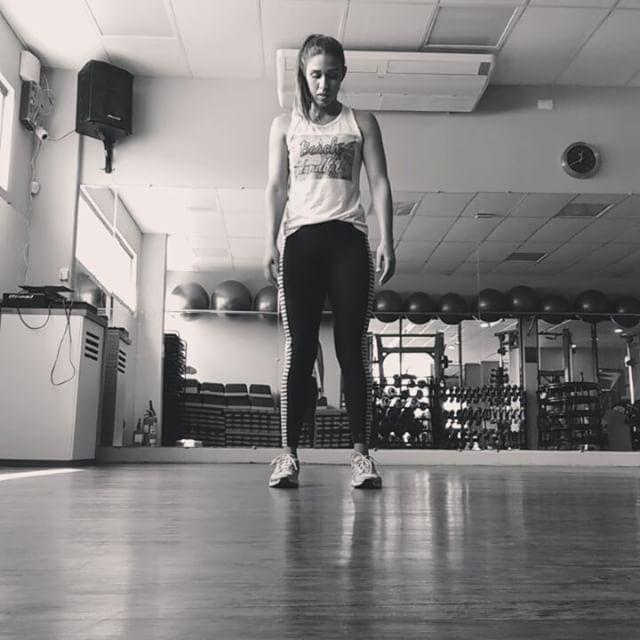 Alongamento dinâmico + ativação muscular pré treino 😜 #formuladotreino #formulaacademiajp #alongamentodinamico #treinododia #instapic #instafit #instagood