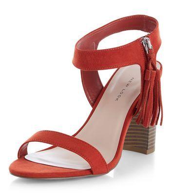 Chaussures Wide Fit orange à pompons, talons blocs et bride de cheville