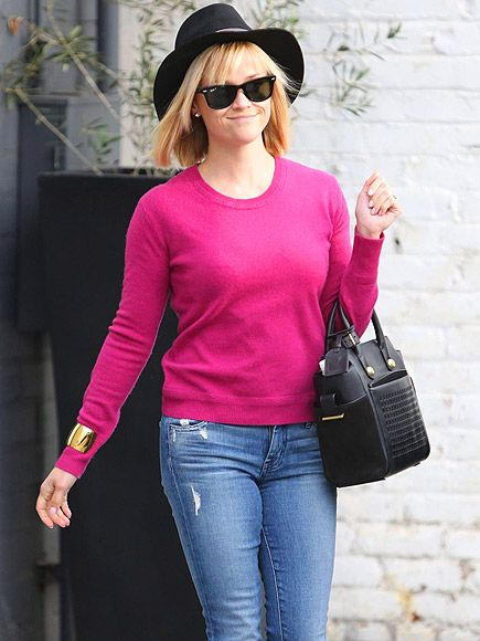 Star Tracks: Wednesday, January 8, 2014 | SWEATER WEATHER | After a bikini-clad getaway to Hawaii, Reese Witherspoon thinks pink for a Tuesday visit to a Beverly Hills hair salon.