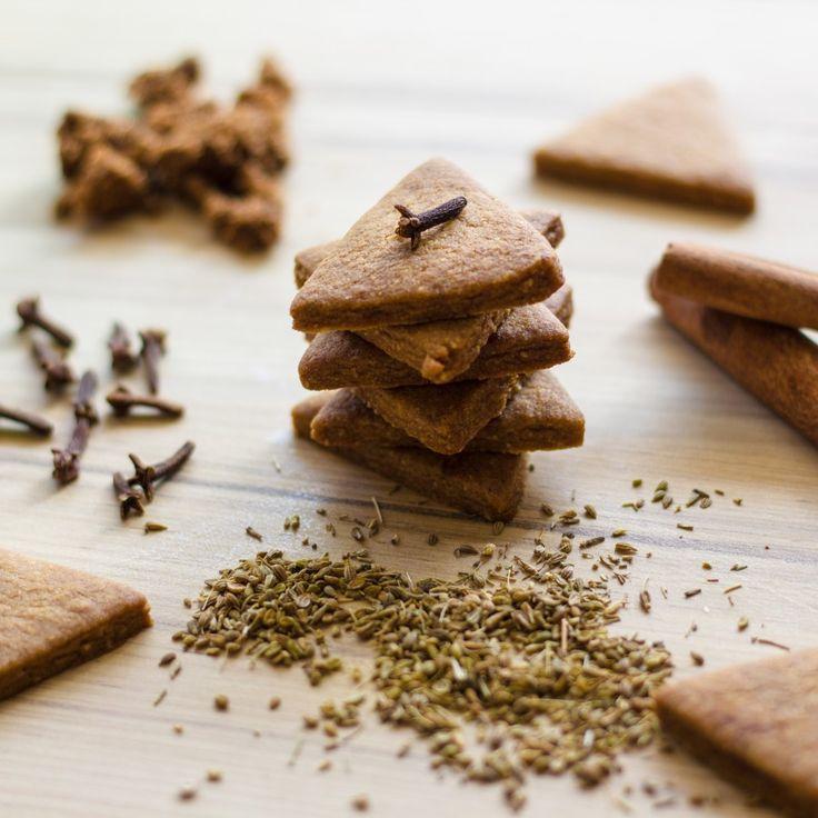 Теплые уютные ароматы, приятный хруст и хорошее настроение - сегодня печем неистово печенье Спекулос. Очень простой в исполнении рецепт. В итоге получается…