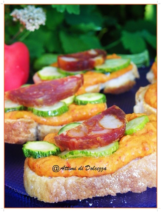 BRUSCHETTE AL PEPERONE E SALAME PICCANTE  / BRUSCHETTE IN PEPPER AND SPICY SALAMI