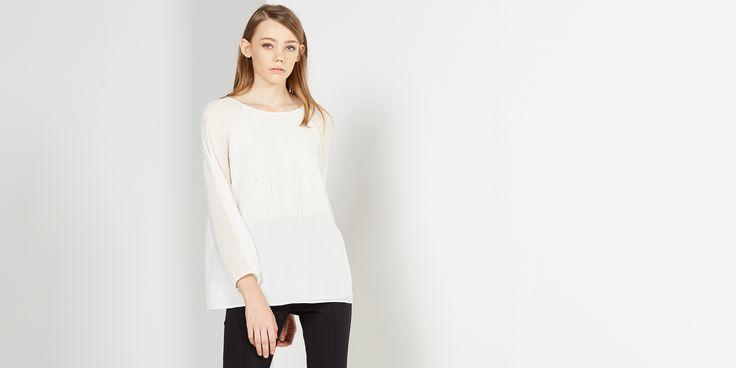 Sfera.com - Cuerpo plisado con manga larga. Puños elásticos y cierre con cordones. http://www.sfera.com/es/mujer/camisas-blusas-y-tops/blusas/cuerpo-plisado-666261c/08713/