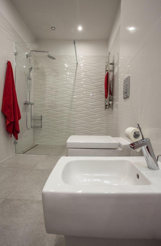 Biała łazienka.