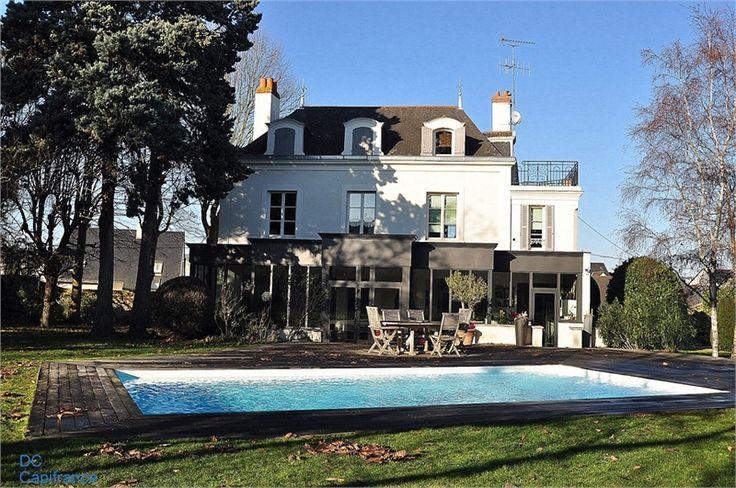 Magnifique propriété datant du 19e siècle à vendre chez Capifrance à Angers au coeur d'un parc de 2632 m².     275 m² habitables, 7 pièces, 5 chambres.    Plus d'infos > Dominick Chabroud, conseiller immobilier Capifrance