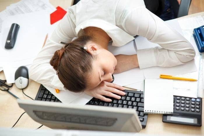 REŠENJE Želite da se rašite hroničnog umora? Klikom na sliku saznajte na koj način... #umor #iscpljenost #stres #posao #zdravlje #lek