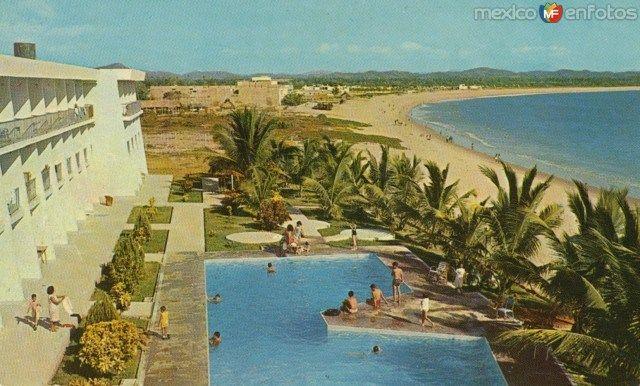 Playa y el Hotel Melaque. San Patricio Melaque, Jal. Años 60´s