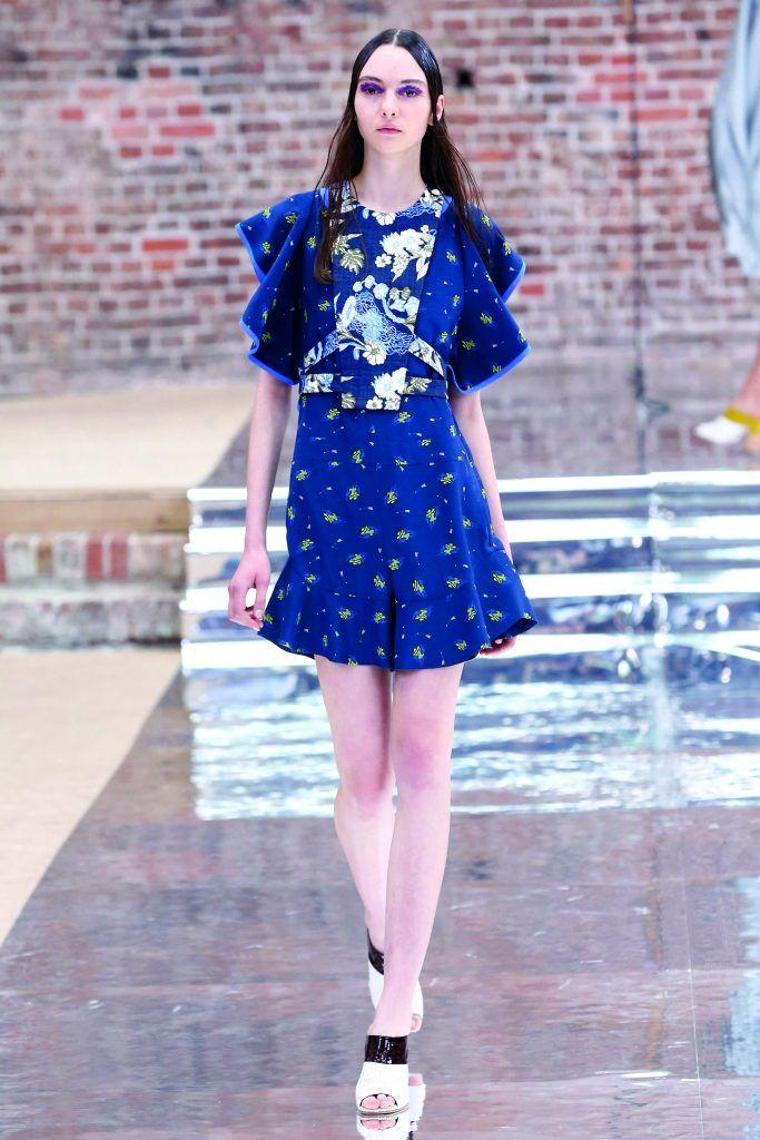 WIOSNA - LATO 17 Dorothee Schumacher       Zobacz cały artykuł na naszej stronie: http://fashionmedia.pl/2017/02/14/wiosna-lato-dorothee-schumacher/  Kategorie: #ModaDamska, #PokazyMody Tagi: