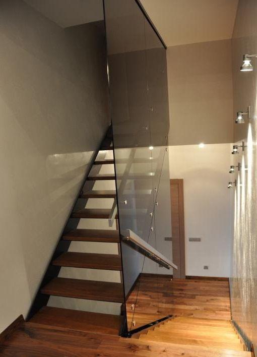 Разрабатываем, производим и монтируем, конструкции из стекла, металла и дерева, в любой комбинации. В перечне выполняемых работ: стеклянные лестницы, перегородки, ограждения, душевые кабины, перила, навесы, элементы интерьера, кухни, мебель и двери, по Вашим размерам. Выполняем экстренные заказы за один день! Сделать заказ или проконсультироваться можно по телефону +7(495) 998-73-71 http://marshag.ru #стеклянныеограждения #стеклянныеперила #огражденияизстекла #перилаизстекла